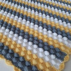 Pompon Baby Blanket Making – Knitting And We Baby Girl Crochet, Baby Blanket Crochet, Baby Knitting Patterns, Crochet Patterns, Felt Quiet Books, How To Start Knitting, Knitting Videos, Little Babies, Crochet Projects