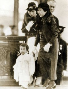 misshonorioglossop:  Emperor Akihito with his mother EmpressKōjun