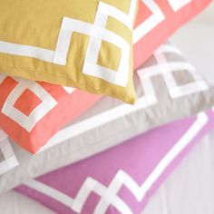 Good idea: sewing grosgrain ribbon around solid pillow for a designer look