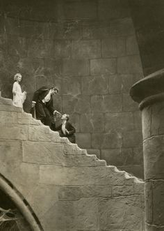 Terror on the staircase……………………………………Dracula (1931)