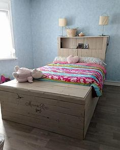 repurposed pallets made bed
