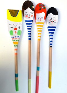 These wooden spoons show great personality! Kitchen craft idea for children Spoon Art, Wood Spoon, Wooden Spoon Crafts, Painted Spoons, Painted Wood, Wooden Spatula, Ceramic Spoons, Art N Craft, Cute Crafts