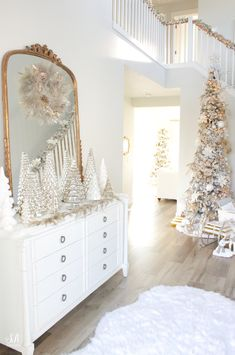 Loveliest Looks Of Christmas Tour Sponsored by Pottery Barn christmasdecor christmasdecorations christmasdecorationideas whitechristmas winterwonderland anthropologiemirror mercuryglasstrees glasstrees christmasentryway christmasgifts christmasgiftsid Christmas Entryway, Pottery Barn Christmas, Christmas Living Rooms, Farmhouse Christmas Decor, Classy Christmas, Christmas Night, Christmas Home, White Christmas, Christmas Items
