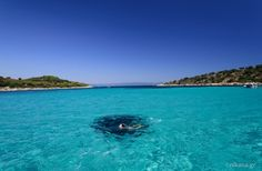 Το άγνωστο εξωτικό ελληνικό νησάκι που έχει ζεστά νερά όλο τον χρόνο και καθόλου κύμα!