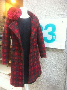 Abrigo cuadros 2̶3̶5̶/ 141€ Vestido Gris Punto 1̶3̶5̶/81€