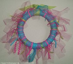 Craft-O-Maniac: GiRlY Girl tulle and ribbon wreath!