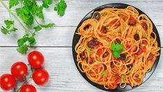 Talia's Quick Italian Tomato-Black Olive Sauce with Spaghetti Quick Pasta Sauce, Pasta Plus, Blue Jello, Spring Cocktails, Shrimp And Asparagus, Parmesan Crusted Chicken, Zucchini Pasta, Vegetable Seasoning