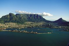 Natural Wonders in South Africa: Table Mountain, Cape Town Puerto Princesa Subterranean River, Cape Town Holidays, Table Mountain Cape Town, 7 Natural Wonders, Le Cap, Original Travel, Cape Town South Africa, Landscape Pictures, Vacation Trips