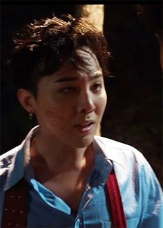 His expression breaks my heart...GD, such a great actor