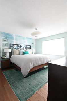 Striped Coastal Duvet Cover in Beachy Bedroom Design. Coastal bedroom with teal overdyed rug and mint green accent wall with tie dyed mural design. Bold, boho, beachy bedroom. Australian Home Decor, Australian Interior Design, Australian Homes, Budget Bedroom, Bedroom Decor, Diy Wall, Wall Decor, Diy Home Decor, Minimalism