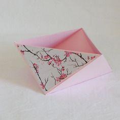 Vide poche en origami, triangulaire, rose pastel et fleurs de cerisier