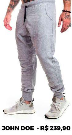 A calça jogger é uma das principais tendências da moda masculina. Saiba mais sobre essa peça e como inseri-la nos seus looks.