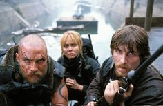 Still of Matthew McConaughey, Christian Bale and Izabella Scorupco in Reign of Fire
