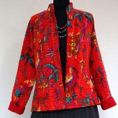 Veste femme cintrée en coton gaudri rouge vif et multicolore, imprimé oiseau de paradis : Manteau, Blouson, veste par akkacreation