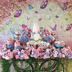 Que amor este Chá de Bebê. Por @petiteeventos Com @mariaameliadoces @festaperfeitalocacao @festafestiva_1 @nuvemsublimacao @floresemforminhas #blogencontrandoideias #encontrandoideias #fabiolateles