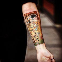 """Gustav Klimt's """"The Kiss"""" tattooed by Alice Kendall, Wonderland Tattoo, Portland, Oregon - Snapzu.com"""
