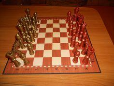 Set șah lucrat manual în tehnică Quilling, concepție proprie și originală, culori... cupru vs bronz antic, antichizate prin metode proprii, adaptate atât pentru tablă magnetică, cât și pentru clasică. Negociabil!