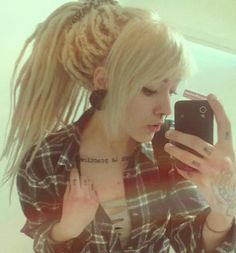 I will forever wish I could pull off dreads.Com for Premium Leather Dread Cuff Cute Dreads, New Dreads, Beautiful Dreadlocks, Blonde Dreads, Blonde Hair, White Girl Dreads, Dreads Girl, Dread Hairstyles, Pretty Hairstyles