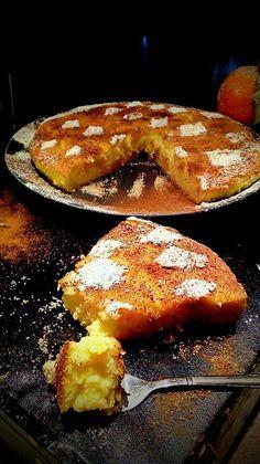 Υλικά 1 και 1/2 λίτρο γάλα φρέσκο 2 κούπες ζάχαρη 1 και 1/2 κούπα σιμιγδάλι χοντρό 2 βανίλιες 200 γραμμάρια βούτυρο αγελαδινό 1 λεμόνι(το ξύσμα του και το Greek Sweets, Brunch, Sweet Pastries, What To Cook, Greek Recipes, Sugar And Spice, Bakery, Cooking Recipes, What's Cooking