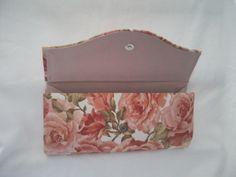 Carteira feita em cartonagem, motivos florais
