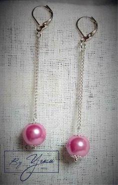 Aretes plateados de una perla grande con cadena medianos, en colores: Verde agua arenado, Melón arenado, Lila, Rosado y Rosa claro. Y aretes plateados de tres perlas chicas con cadena medianos, en …