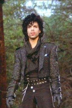 Prince - Purple Rain Movie 1984 When I was 9 this is what I totally wanted to dress like when I grew up, I still feel this way. Paisley Park, Prince Rogers Nelson, Prince Purple Rain Movie, Minneapolis, Prince Images, The Artist Prince, Hip Hop, Purple Love, Roger Nelson