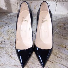Pigalle Patent Christian Louboutins 100% Authentic. PIGALLE 120mm heel height (4.72 inches) in EXCELLENT condition. Price is high here due to posh fees. Dustbag and heel tips included. In original box. These are a size 40...which fits size 9-9.5 U.S. according to conversion chart. Selling on Ⓜ️ercari or              T r a d e s y for $635 Christian Louboutin Shoes Heels