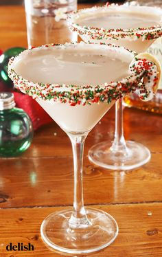 Do you love autumn cocktails? You have to try this sage and fig cocktail. This rum cocktail i .Do you love autumn cocktails? You have to try this sage and fig cocktail. This rum cocktail Winter Cocktails, Holiday Cocktails, Cocktails To Try, Christmas Drinks Alcohol, Holiday Alcoholic Drinks, Christmas Martini, Christmas Cocktail Party, Sugar Cookie Martini Recipe, Baileys Martini Recipe