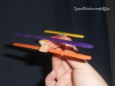 Manualidades con mis hijas: Avion con pinzas y palitos