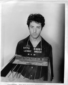 This is Dustin Hoffman playing Lenny Bruce in the film. Marcel Proust, Cara Delevingne, Book Photography, Portrait Photography, Movie Stars, I Movie, Cool Attitude, Lenny Bruce, Celebrity Mugshots