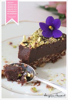 Raw vegan chocolate cake #health #vegan #vegetarian #recipes #glutenfree #healthyrecipes #lactosefree #fitness #lunch #healthylunch #dinner #raw #rawfood #cake