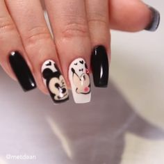 MOUSE NAILS Disney-themed nails are always a good idea!Disney-themed nails are always a good idea! Halloween Acrylic Nails, Halloween Nail Designs, Cute Acrylic Nails, Mickey Mouse Nail Design, Mickey Mouse Nails, Animal Nail Art, Nail Art Designs Videos, Disney Nails, Nailart Disney