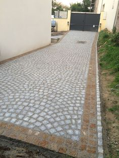 Make a cobblestone mould to pour concrete in place for kitchen side walkway Side Walkway, Back Patio, Outdoor Retreat, Backyard Retreat, Permeable Driveway, Driveways, Paving Design, Garden Paving, House Front Design