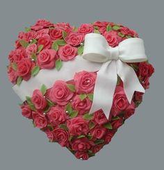 "Торт на 8 марта ""Сердце из розовых роз"""