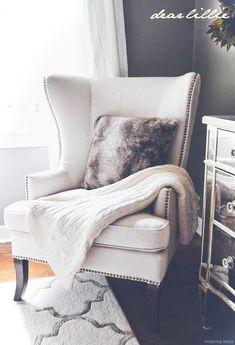 Gorgeous 69 Inspiring Apartment Living Room Decarating Ideas https://lovelyving.com/2017/12/12/69-inspiring-apartment-living-room-decarating-ideas/