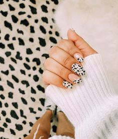 Animal Prints Nail Art Idea Many women prefer to attend the hairdresser even if they don't have time … Winter Nail Art, Winter Nails, Cute Nails, Pretty Nails, Hair And Nails, My Nails, Manicure, Nail Stamping, Nails Inspiration