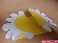 Invitation and Card Samples Easy Arts And Crafts, Crafts To Do, Paper Crafts, 3d Paper Flowers, Origami, Teachers Day Card, Easy Valentine Crafts, Mothers Day Crafts, Fun Activities For Kids