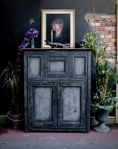 Rustic vintage cupboard painted in Annie Sloan chalk paint blended Paris grey and graphite and distressed Annie Sloan Paris Grey, Annie Sloan Chalk Paint, Graphite, Cupboard, Rustic, Painting, Vintage, Home Decor, Graffiti