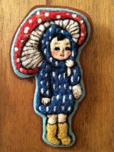 こどもときのこブローチ 雨の日のきのこ *羊毛フェルト刺繍*