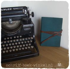 Stevig A5 boek met groene kaft van leer en sluitband van bruin leer. Verkocht.  info@schrijf-boek-winkel.nl