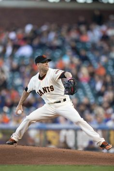 SAN FRANCISCO, CA - MAY 27: Tim Hudson #17 of the San Francisco Giants pitches against the Chicago Cubs during the first inning at AT&T Park on May 27, 2014 in San Francisco, California. (Photo by Jason O. Watson/Getty Images)
