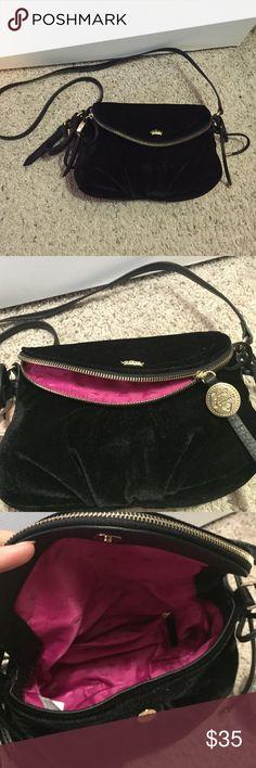 Juicy Couture cross body velour purse Bundles available! (Bin) Juicy Couture Bags Crossbody Bags