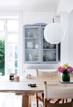 Kom indenfor i Sara Sievers hyggelige køkken Contemporary Kitchen Inspiration, Interior Inspiration, Living Room Modern, Living Room Decor, Living Spaces, Best Interior, Kitchen Interior, Interior Design, Knoxhult Ikea