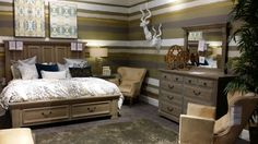 There are so many bedroom sets for you to choose from at Gallery Furniture Grand Parkway. Stop by today and walk through our amazing vignettes. Pick from the best of solid wood, Made in America and more!   Houston, TX   Gallery Furniture  