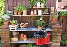 Kodin tarpeettomiksi jääneet tavarat tai kierrätyslöydöt saavat tuunattuna uuden elämän puutarhassa. Katso Viherpihan ideat kierrätyspuutarhaan.