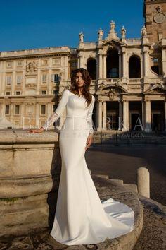 Szalagavató- és keringőruha, esküvői és menyasszonyi ruha, alkalmi ruha, jelmezek, palotásruha, frakk, szmoking, estélyi ruha és táncruha kölcsönzés.