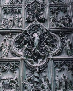 Toccata e fuga a Milano #milano #duomodimilano #gotico #pogliaghi #vivomilano #igmilano #visitmilano #lovemilan #rocailleblog (presso Duomo - Milano City)