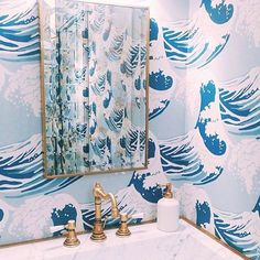 Lift your powder room or loo with a fresh and unfailingly cheerful bathroom wallpaper. Browse these stunning bathroom wallpaper ideas. Bathroom Wallpaper Nautical, Bathroom Shower Curtains, Cole And Son Wallpaper, Bohemian Bathroom, Waves Wallpaper, Green Paint Colors, Vintage Mirrors, Designer Wallpaper, Interior Inspiration