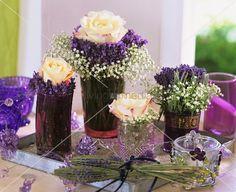 living4media - rosenblüten, lavendel und schleierkraut in vasen