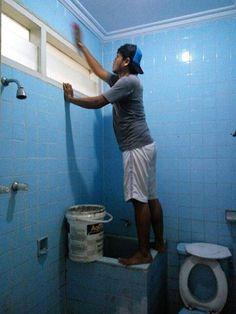 Tukang poles cleaning kamar mandi.. Dan penyedia jasa tukang poles lantai marmer,granit,teraso Www.sinarpoles.com Tlp : 0811880345
